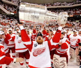 Detroit Red Wings center Kris Draper (33) holds up the Stanley Cup after the Red Wings defeated the Pittsburgh Penguins 3-2 in Game 6 of the Stanley Cup hockey finals in Pittsburgh, Wednesday, June 4, 2008. (AP Photo/Gene J. Puskar)