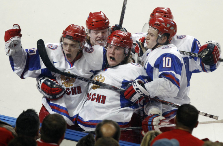 Russia's Artemi Panarin (L) celebrates scoring his teams fourth goal against Canada with teammates Andrei Sergeyev (C) and Vladimir Tarasenko (R) during the third period of their gold medal game at the IIHF World Junior Hockey Championships in Buffalo, New York, January 5, 2011.        REUTERS/Mike Cassese (UNITED STATES - Tags: SPORT ICE HOCKEY IMAGES OF THE DAY)